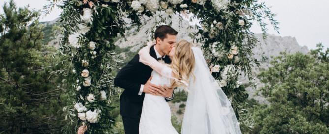 floral-arch-wedding-Italy